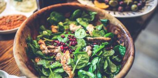 WHY EATING SPINACH IS HEALTHY FOR US